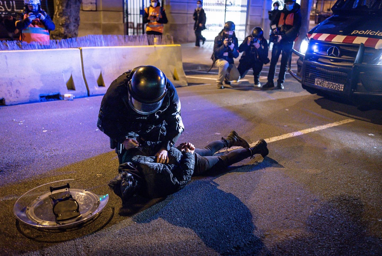 press,photo,photojournalism,photography,covid-19,coronavirus,epidemic,pandemic,crisis,spain,catalonia,riots,humanrights